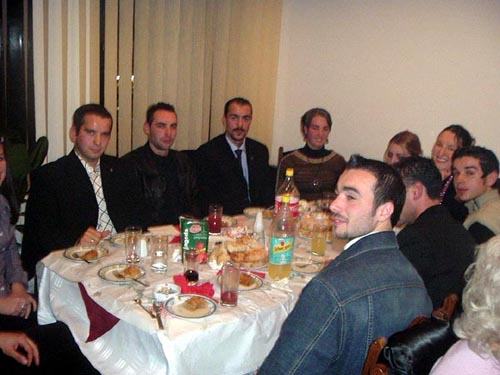 Gençlik Kolu'nun iftar yemeğinde, gençler ve parti taraftarları orucunu dualarla açtı