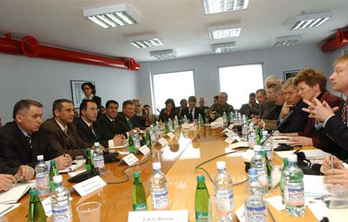 Temas Grubu Priştine'de Toplı Ana Konu Yerel Yönetim Reformuydu