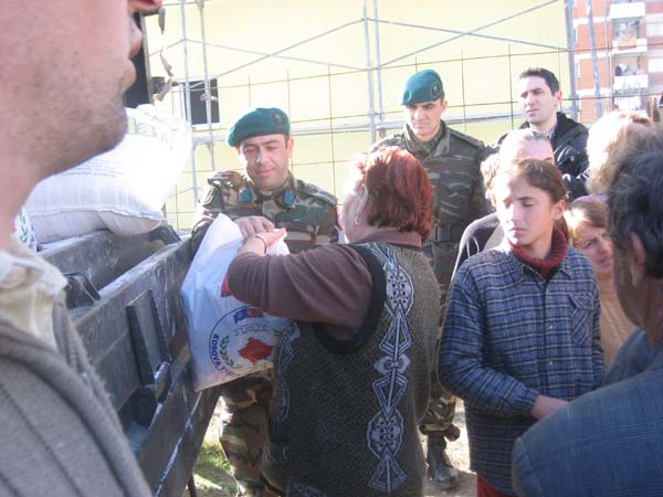 KDTP ve KTTGKK'dan Mitroviça'ya Gıda Yardımı