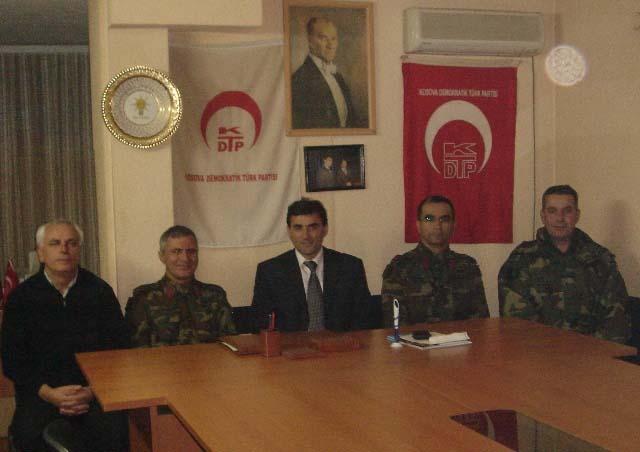 Kosova Türk Taburu Görev Kuvvet Komutanı Albay Faruk Sungur ve Albay Cem Hatunoğlu'ndan KDTP'ne Anlamlı Ziyaret