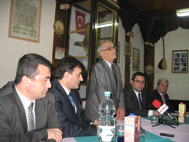 Prof. Dr. Mümtaz Soysal, Türk Toplumunu Kosova Anayasası Hakkında Bilgilendirdi