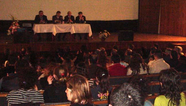 """""""Kosova'nın Statüsü ve Türkiyedeki Kosovalı Öğrencilerin Sorunları"""" Konferansı"""