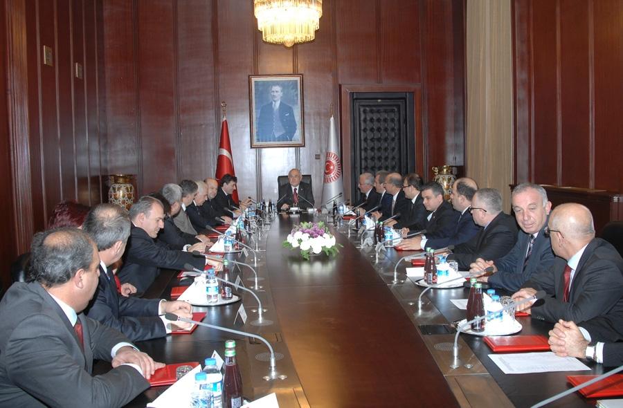 TBMM Başkanı Cemil Çiçek, Balkan ülkeleri bakan ve milletvekillerden oluşan heyeti kabul etti.