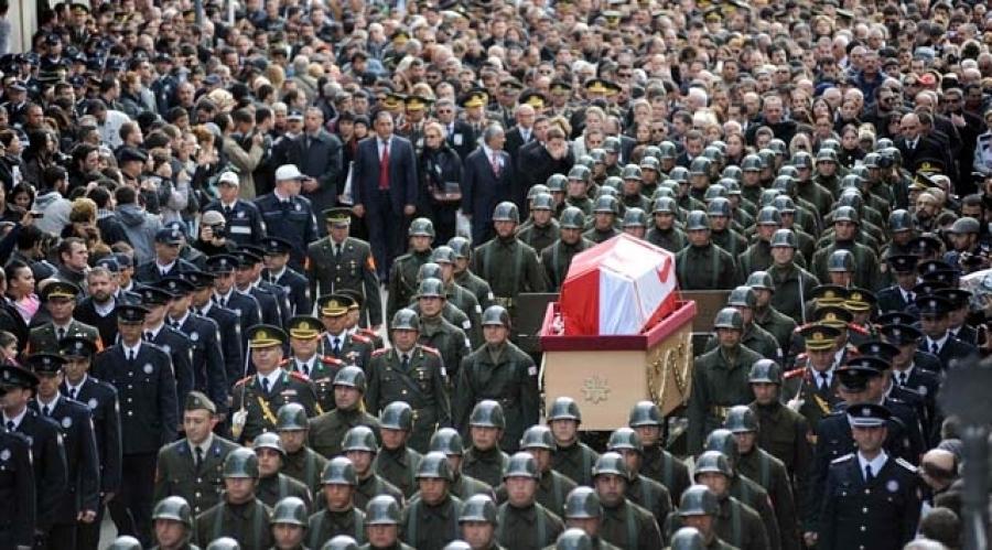 Kosovalı Türklerin Heyeti Denktaş'ın Cenaze Törenine Katıldı