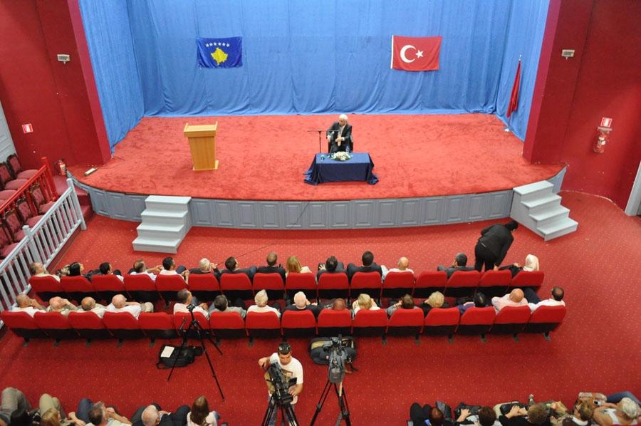 Prof.Dr. Nihat Hatipoğlu'na Kosova'da Büyük İlgi