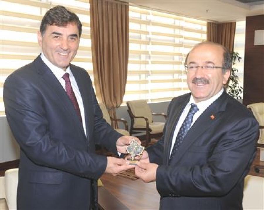 Bakan Yağcılar Trabzon Belediye Başkanını Ziyaret Etti