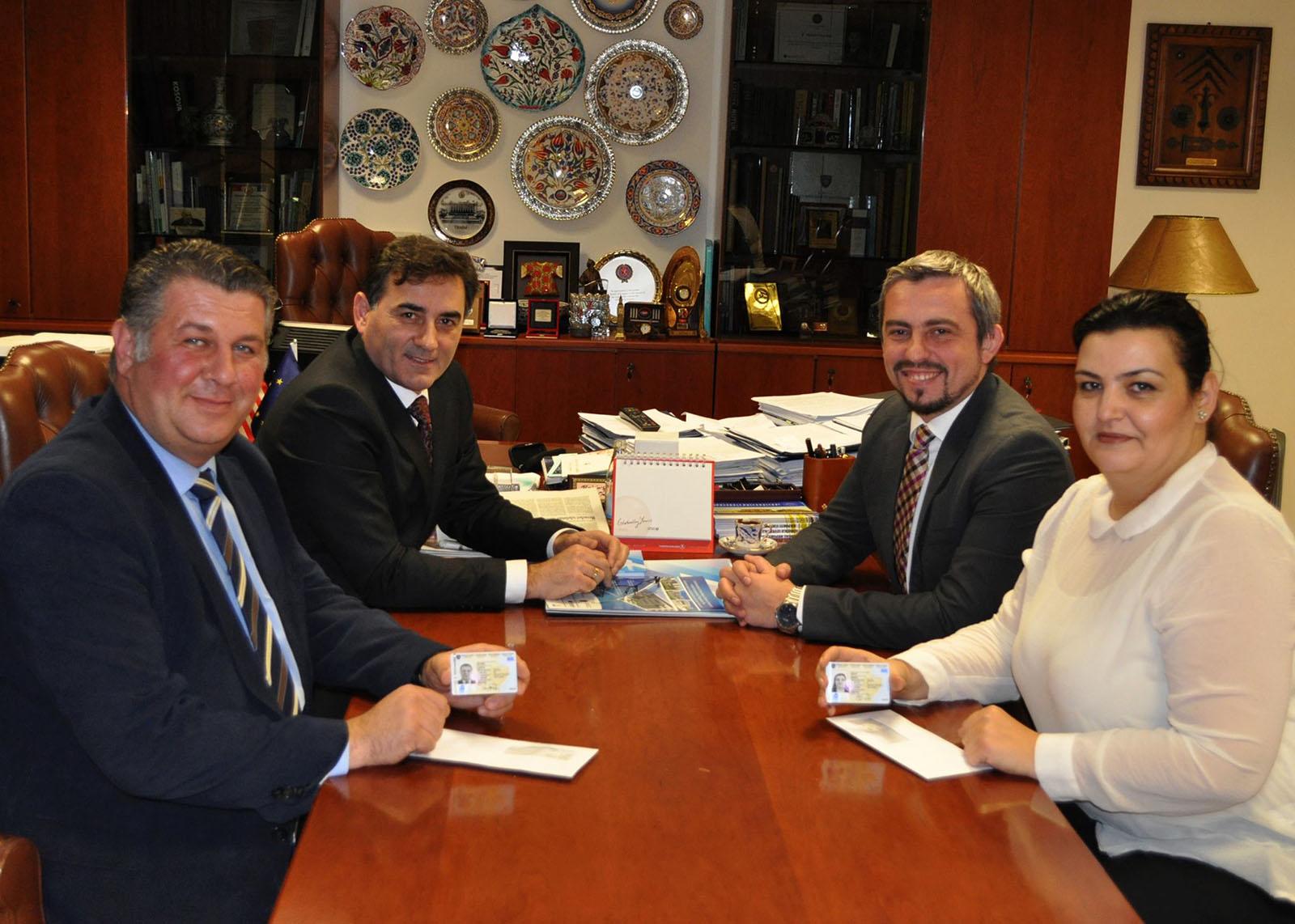Priştine'de Türkçe Kimliklerin Dağıtımı Başladı