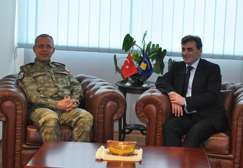 Albay Zorlu Topaloğlu Bakan Yağcılar'ı ziyaret etti