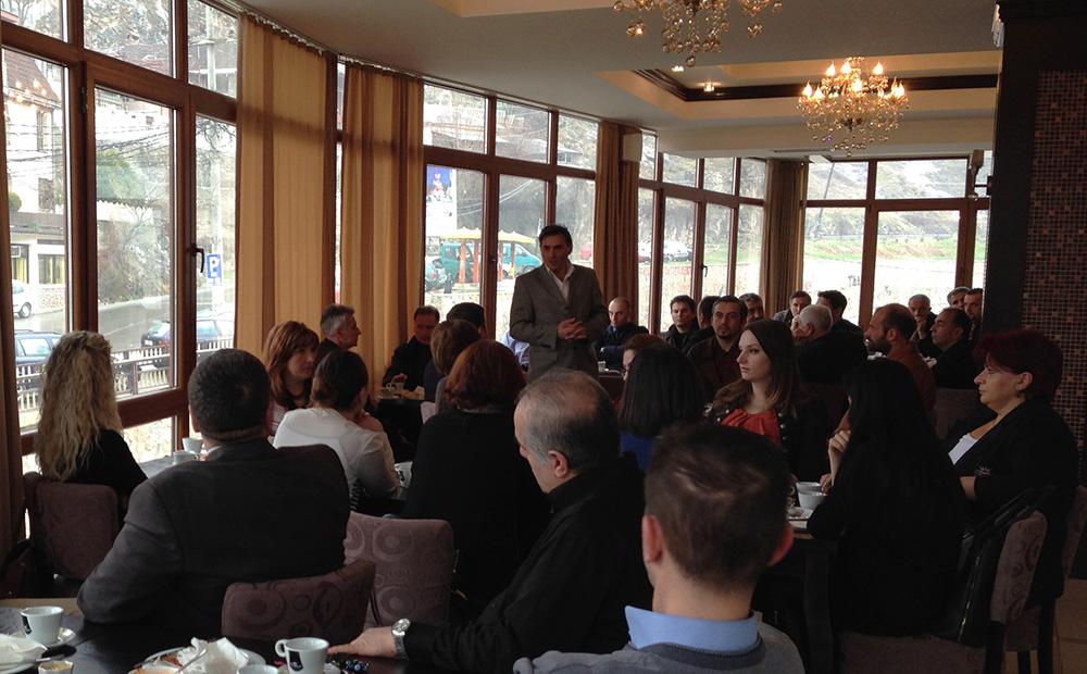 KDTP Prizren Şubesi Belediye Seçimlerinde aday olan partililerle kahvaltıda bir araya geldi