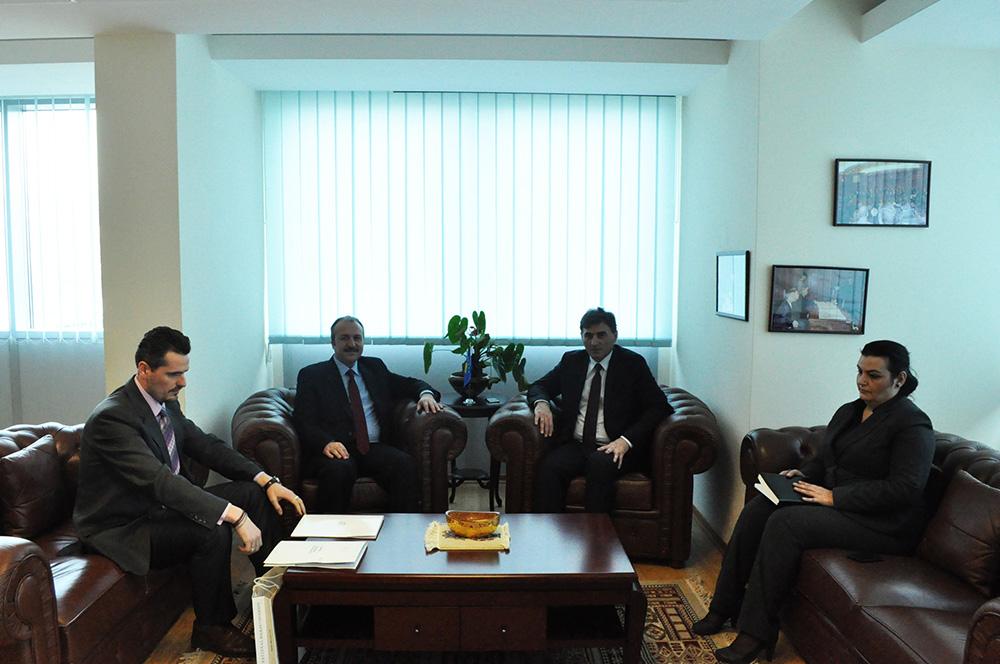 Balkan Üniversitesi Rektör Yardımcısı İsmail Kocayusufoğlu Bakan Mahir Yağcıları ziyeret etti