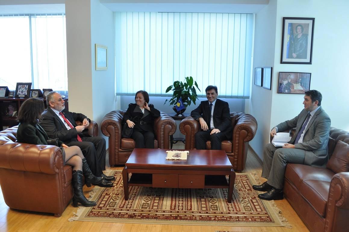 Prizrenliler Derneği Bakan Yağcılar'ı Ziyaret Etti