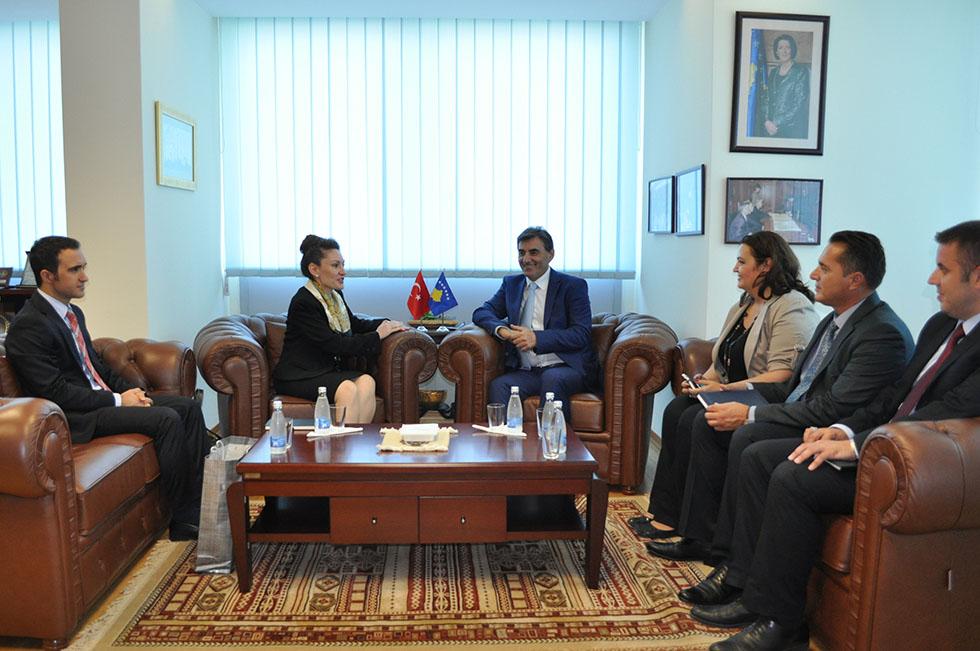 Büyükelçi Kıvılcım Kılıç Bakan Yağcılar'ı ziyaret etti
