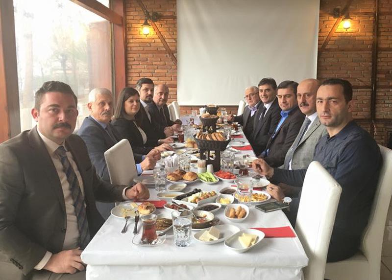 Akçakoca Belediye Başkanı Cüneyt Yemenici ile bir araya gelmiştirler