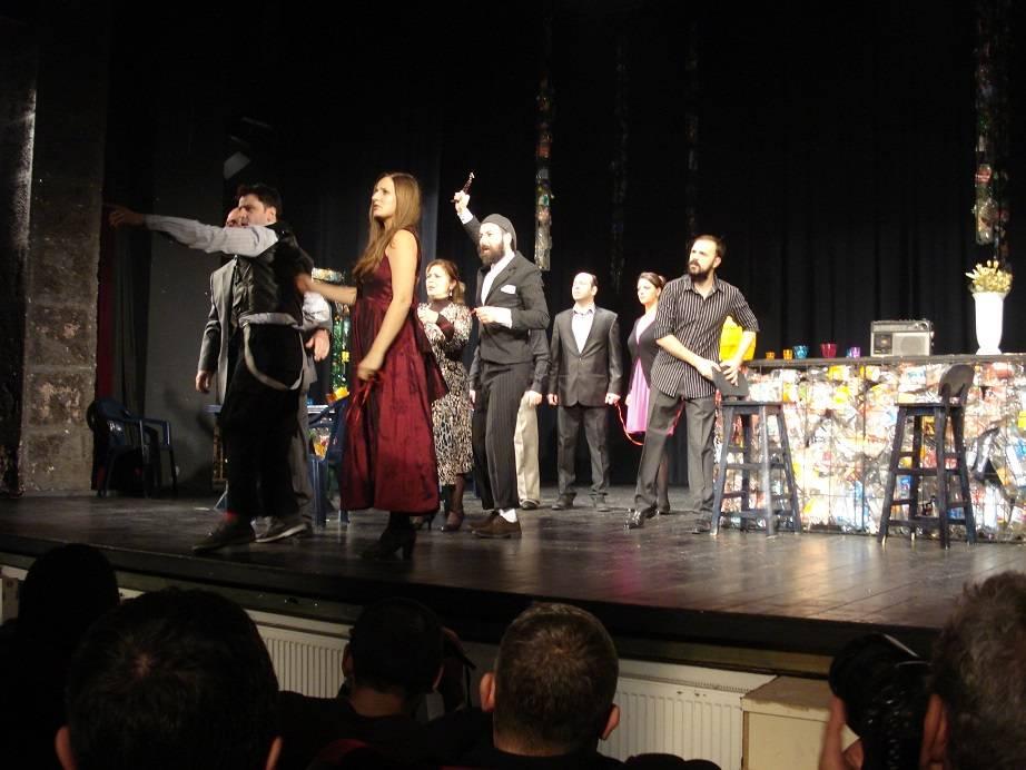 Makedonya Tiyatrocuları Ayakta Alkışlandı