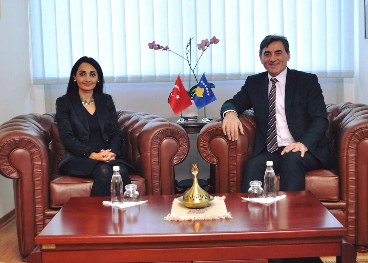 Genel Başkan ve Kamu Yönetimi Bakanı Mahir Yağcılar, bugün Türkiye Cumhuriyeti Prizren Başkonsolosu Selen Evcit'i makamında ağırladı