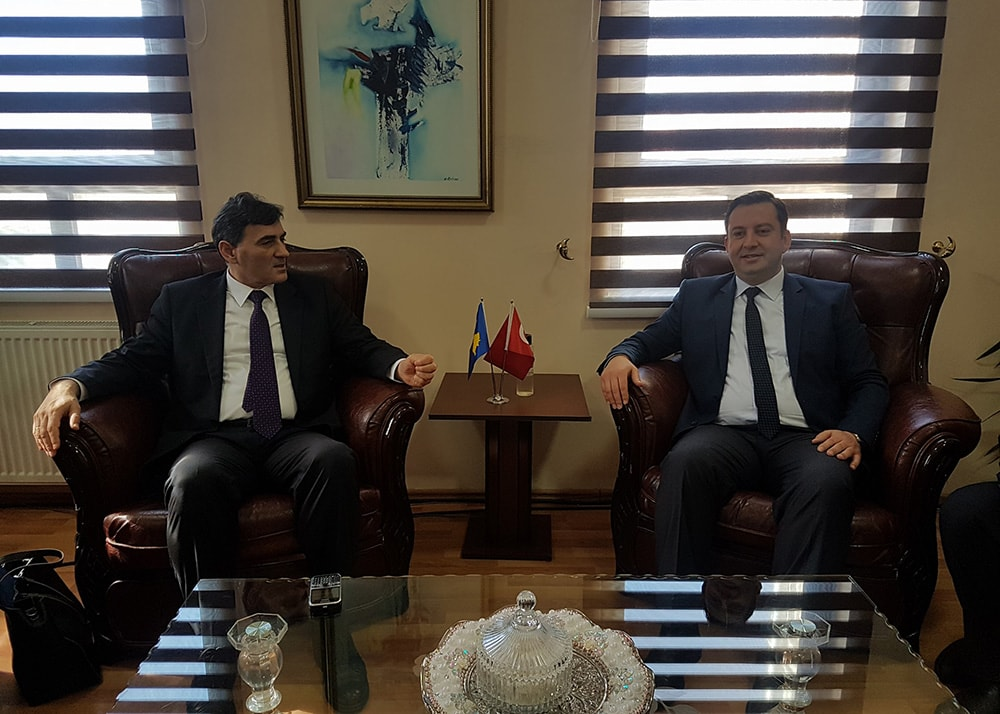 Genel Başkanımız ve Kamu Yönetimi Bakanımız Mahir Yagcilar, Mamuşa Belediye Başkanı Abdülhadi Krasniç'i resmi makamında ziyaret etti