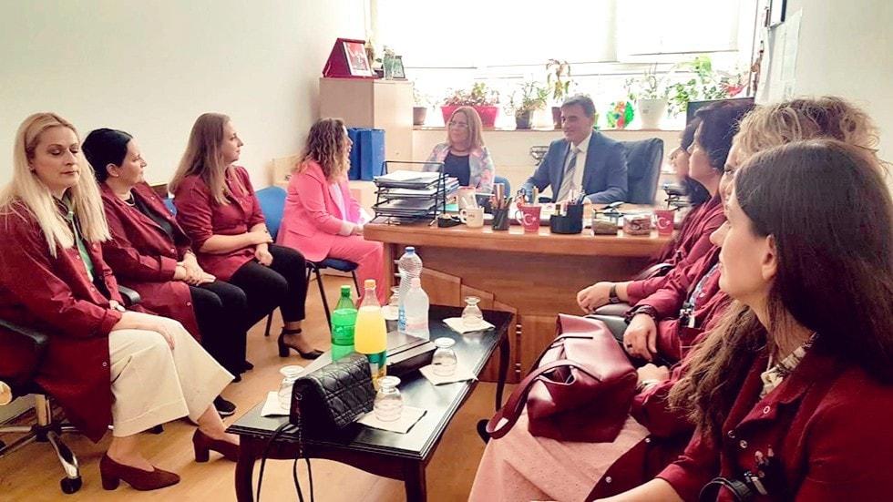 Genel Başkanımız ve Bakanımız Mahir Yağcılar bugün Priştine'nin tek Türkçe İlköğretim Okulu olan Elena Cika'yı ziyaret etti.