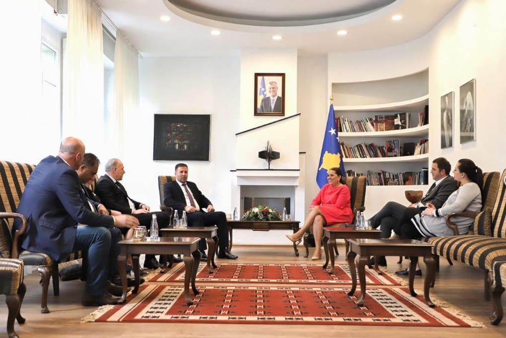 Genel Başkanımız Fikrim Damka ve Topluluk Milletvekilleri'den Bakan Dumoshi'ye Ziyaret