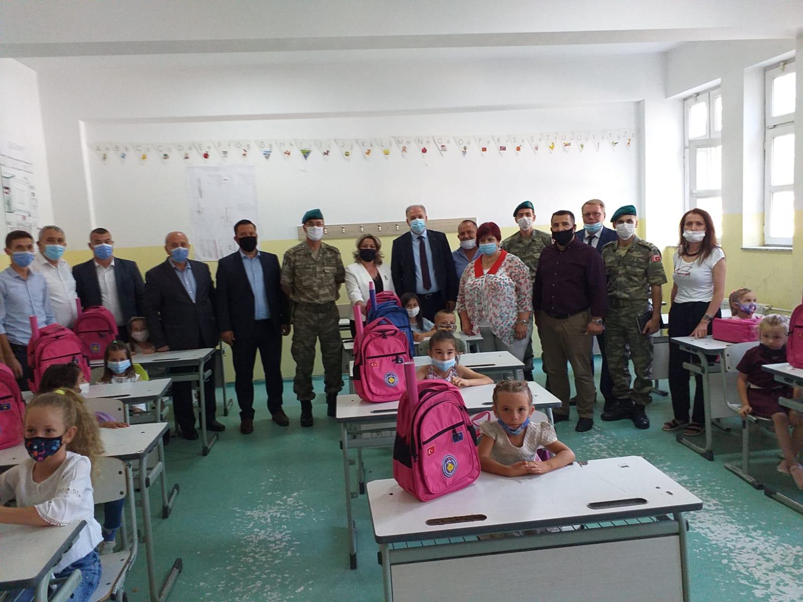 Türkçe 1. Sınıflara Kayıt Yaptıran Öğrencilere Çanta Dağıtımına Mamuşa'da Devam Edildi