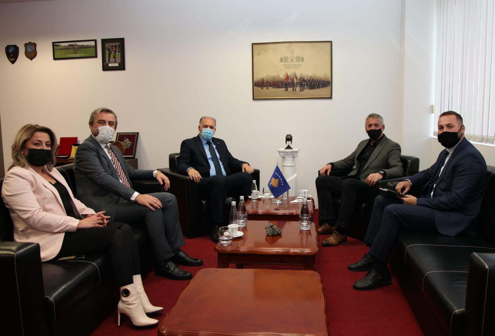 Savunma Bakanı Ziyaret Edildi