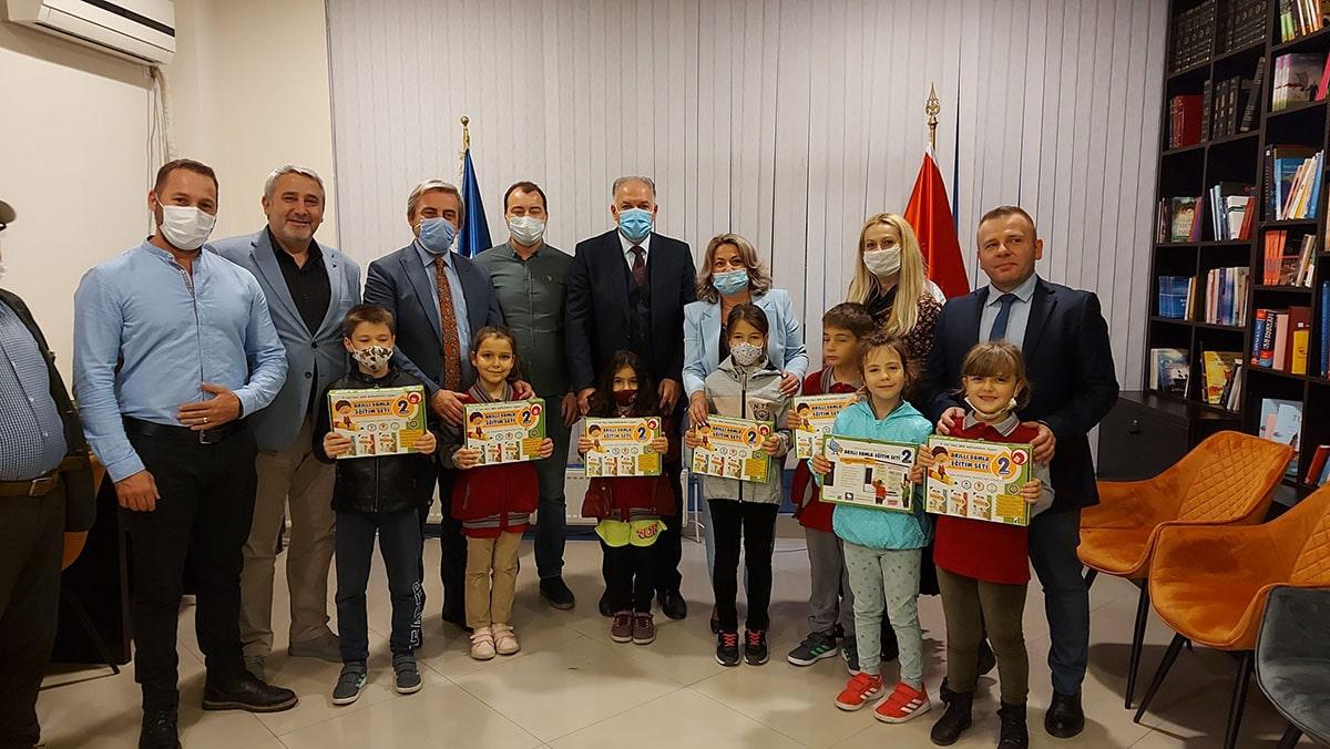 Türkçe Eğitim Setlerinin Dağıtımına Priştine'de Devam Edildi