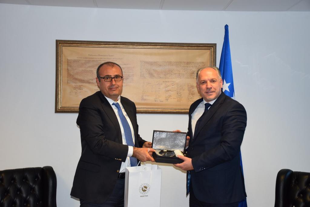 T.C. Priştine Büyükelçisi Çağrı Sakar, Genel Başkanımız ve Bölgesel Kalkınma Bakanımız Fikrim Damka'ya Nezaket Ziyaretinde Bulundu